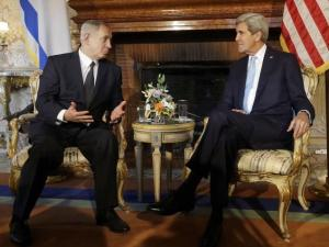 Binyamin Netanyahu and John Kerry at Rome's Villa Taverna (Reuters)