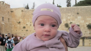 Last photo of little Zissel at the Western Wall, a short time before her murder