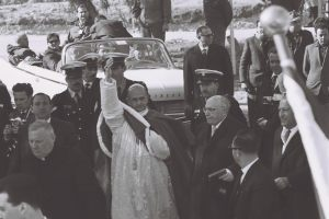 Pope Paul VI at Meggido in 1964: He made sure the name Israel would never escape his lips. President Zalman Shazar stands to his right.
